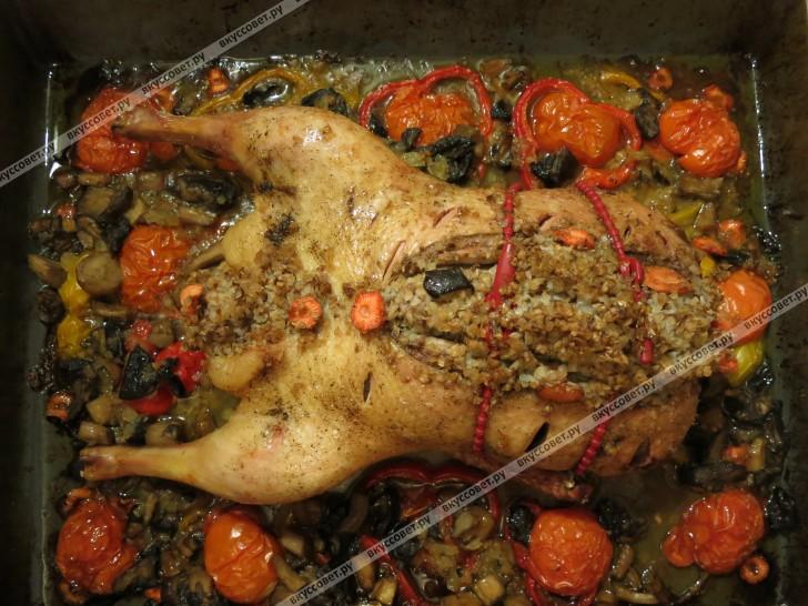 утка фаршированная гречкой в духовке пошаговый рецепт