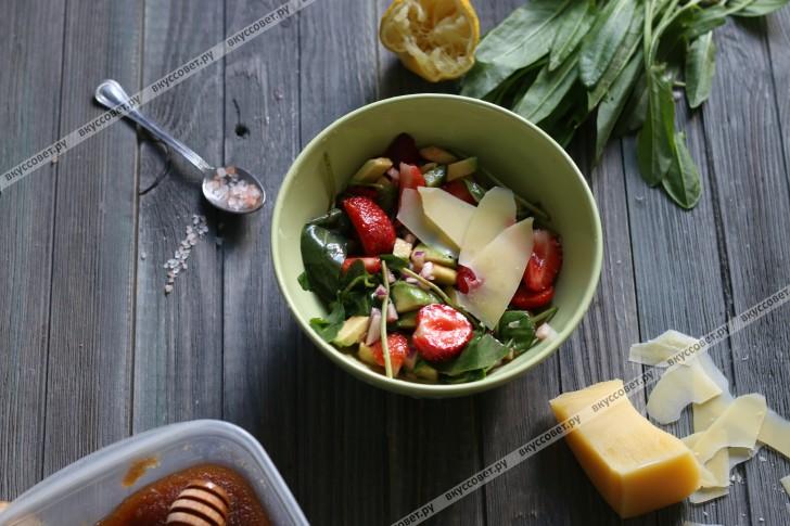 салат из авокадо с клубникой рецепт