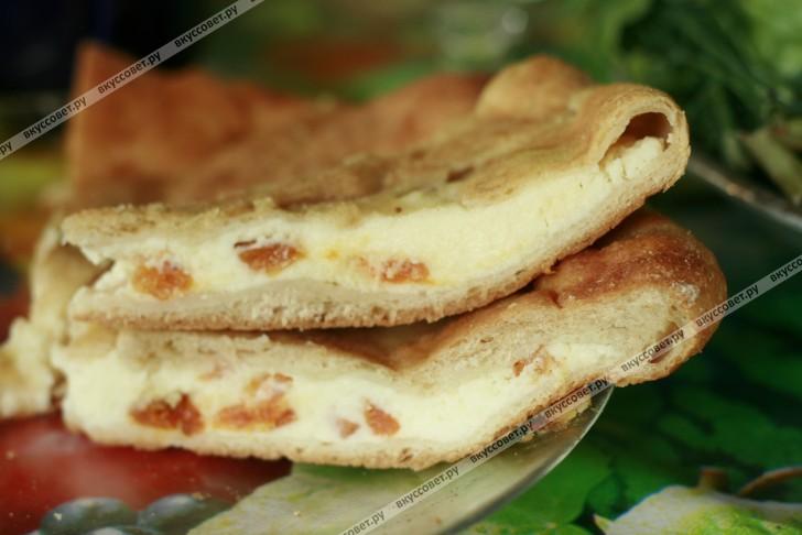 Сладкий осетинский пирог пошаговый рецепт с фото: https://www.vkussovet.ru/recept/sladkiy-osetinskiy-pirog/