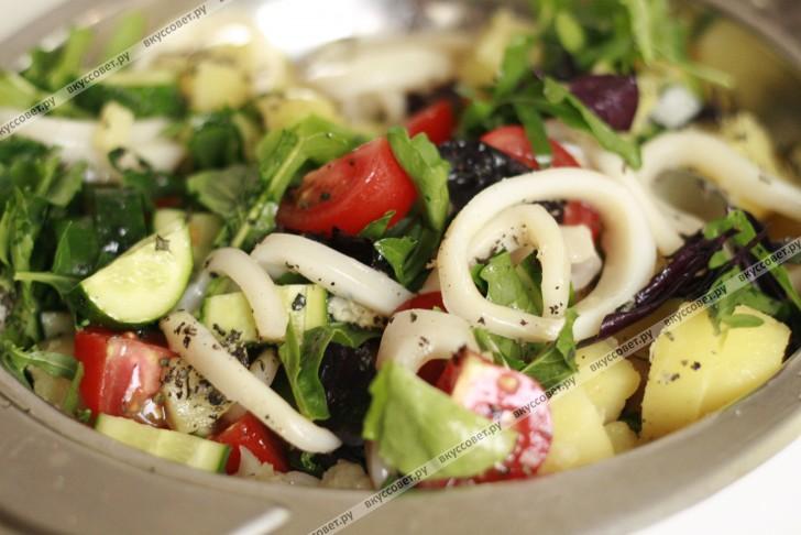салат и овощей и кальмаров рецепт