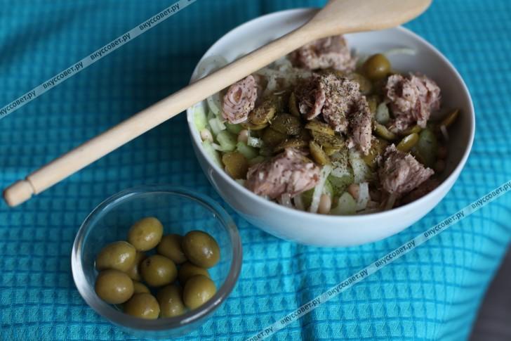 Салат с тунцом и белой фасолью пошаговый рецепт с фото