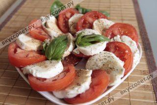 Салат очень легко и просто приготовить, порадовать близких и угостить гостей легким и ароматным салатом