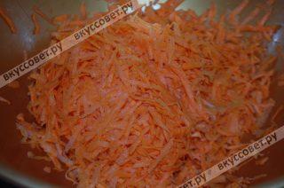 Морковь трем на терке с крупными делениями