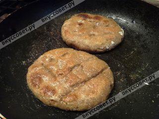 Лепешки можно пожарить на сковороде с маслом