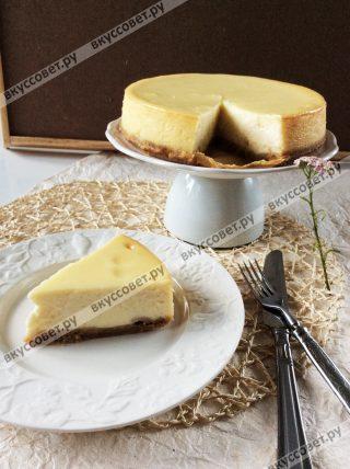 Дайте тортику полностью остыть, нарезайте на кусочки и ешьте, все готово