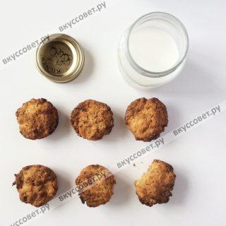 Отправляем выпекаться наши кексы в разогретую до 180 градусов духовку на 25-30 минут, печем до золотистой корочки
