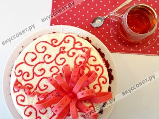 Далее украшаем торт на свое усмотрение
