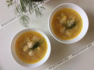 Подаем суп с зеленью, она очень полезная и вкусная