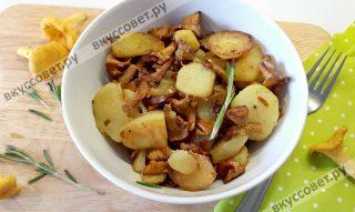 Картошка с лисичками отлично подходит для семейного ужина и хорошо сочетается с овощным салатом