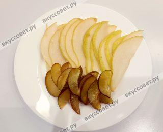 Порезать фрукты дольками