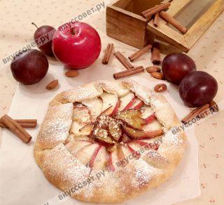 Готовые галеты сверху можно посыпать молотыми орехами и сахарной пудрой