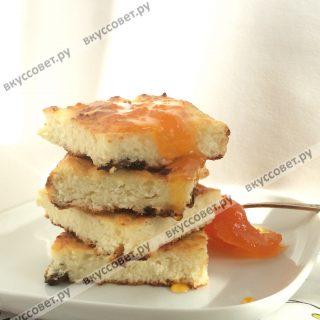 Такую запеканку хорошо подавать со сгущеным молоком или абрикосовым вареньем, приятного аппетита