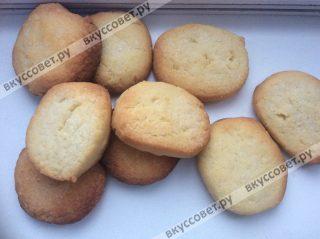 Перед подачей печенье можно посыпать сахарной пудрой или тертым шоколадом, приятного вам аппетита