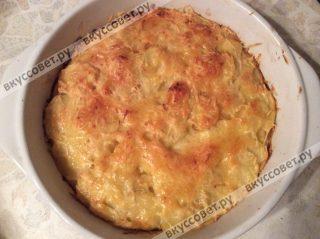 Ставим гратен в разогретую до 180 градусов духовку на 35-40 минут, готовим до золотистой корочки и мягкого картофеля