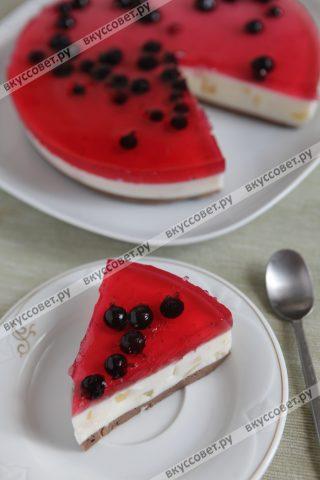 Тортик получается очень легким и нежным, готовить его одно удовольствие, а получается он таким красивым и ярким