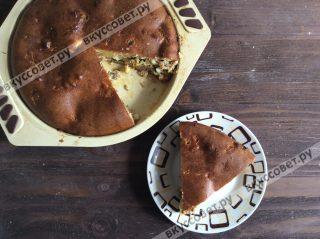 Ставим пирог в разогретую до 180 градусов духовку на 25-30 минут
