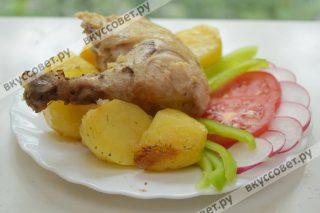 Апельсин дает пикантный вкус курице, картофель тоже получается очень вкусным и сочным