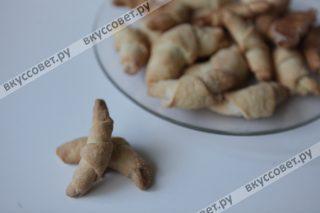 Ароматные песочные рогалики на сметане готовы, те самые из детства