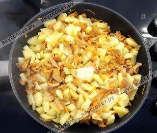 Картофель почистить, порезать кубиками