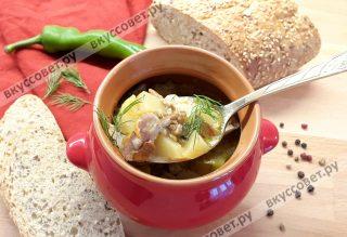 Ароматное мясо с грибами и картошкой в горшочках готово