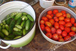 Маринованные огурцы и помидоры ассорти. Рецепт с фото