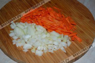 Пока ребрышки варятся занимаюсь овощами