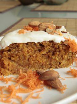 Морковный новогодний торт: Вкуснейший морковный торт - радость всей семье и практически нет хлопот хозяйке. Простой, вкусный и ароматный...