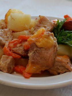 Свинина с картофелем в сметане: Предлагаю очень простой и беспроигрышный рецепт - свинина с картофелем в сметане. Для этого рецепта...