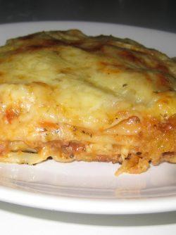 Лазанья мясная: Я всем предлагаю слоистое чудо жемчужину кухни Италии всей И любят её во всём мире, повсюду. Готовлю...