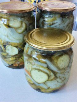 Огуречный салат с луком на зиму: Рецепт вкуснейших огурчиков на зиму, как только открываешь банку, невозможно остановиться, пока все не...