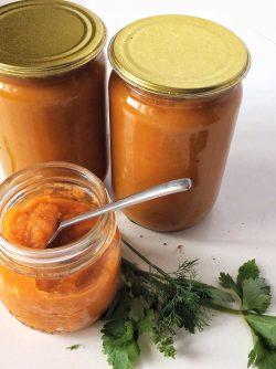 Кабачковая икра с морковью и томатной пастой на зиму (по бабушкиному рецепту): Сезон урожая кабачков в самом разгаре. Тушим, жарим, фаршируем... И делаем зимние заготовки. Сегодня...