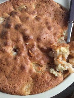 Простой яблочный пирог: Любая хозяйка знает, что рецептов яблочных пирогов много, но любимый рецепт один. Рекомендую вам попробовать...