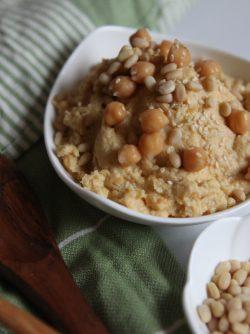 Хумус: Хумус - очень вкусная закуска из нута, которая очень популярна в странах Ближнего Востока, таких как...