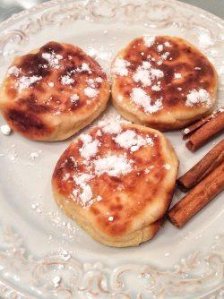 Творожники: Кто хочет самый вкусный завтрак? Сегодня готовим ароматные творожники с корицей. Творожники, или сырники,...