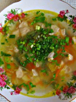 Лёгкий суп со стручковой фасолью: Очень захотелось лёгкого , свежего супчика , Открыла холодильник и нашла подходящие продукты.