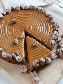 Ореховый торт: Друзья, как обещала, размещаю рецепт торта из фундучной муки с соленой карамелью. Этот рецепт может показаться...