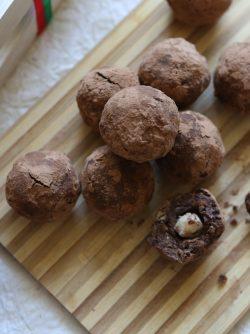 Конфеты из нута и сухофруктов: Очень часто нам хочется чего-нибудь вкусного и сладкого, сегодня предлагаю сделать вкусную и полезную...