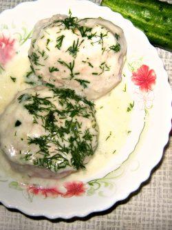 Куриные котлеты в молочном соусе: Куриные котлетки в молочном соусе с чесноком и сыром , прекрасно подойдут к семейной трапезе.