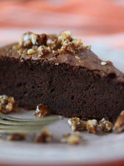 Шоколадный торт с орехами: Друзья, сегодня хотела поделиться с вами очень вкусным рецептом шоколадного торта с карамельными орехами...