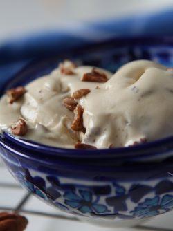 Яичное мороженое с орехом пекан: Время мороженого! Я назвала это мороженое яичным, так как мы будем использовать большое количество желтков,...