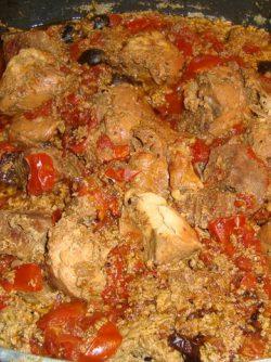 Телятина тушеная с куриными грудками в сливках: Хочу предложить Вашему вниманию очень оригинальный рецепт приготовления нежнейшего и пикантного блюда.