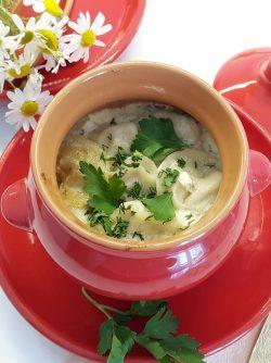 Пельмени в грибном соусе в горшочках: Блюда, приготовленные в горшочках всегда очень вкусные и сытные. А слепленные вручную пельмени и запеченные...