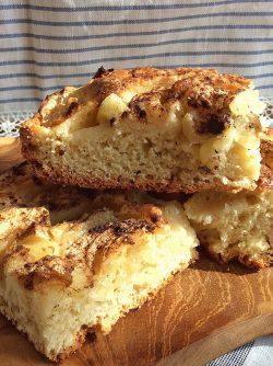 Пирог с яблоками: Идет яблочный сезон, можно заготавливать пюре, варенье или джем на зиму, а можно делать вкусные яблочные...