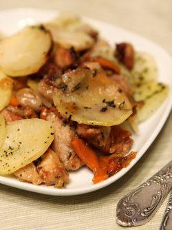 Жаркое с картошкой: Почти все мы любим готовить картофель с мясом и у всех есть свои любимые рецепты. Кто-то готовит картофель...