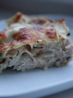 Лазанья с курицей: Ох, эта итальянская кухня. Такая вкусная, сырная и ароматная. Рецептов лазаньи очень много, есть варианты...
