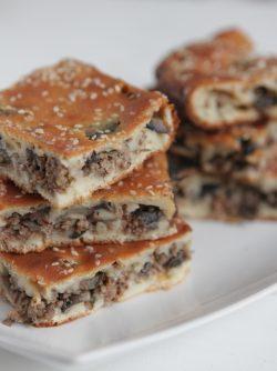 Пирог с фаршем: Муж обожает мясные пироги и я перепробовала кучу рецептов, чтобы найти лучший. Мне нужен был простой,...