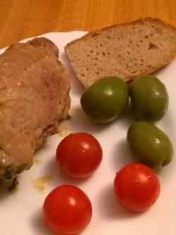 Мясной рулет: Когда есть настроение и время, можно приготовить мясо не просто потушив или пожарив его, а немного пофантазировать...