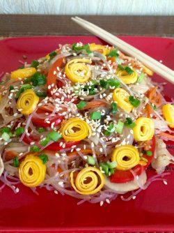 Салат с фунчозой: Фунчоза достаточно распространенный продукт в азиатской кухне. Вкусная и сытная,она легко усваивается...
