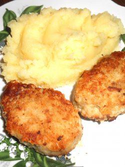 Рыбные котлеты: Мясо трески богато калием, кальцием, магнием, фосфором и железом. Приготовление котлет - это хороший...