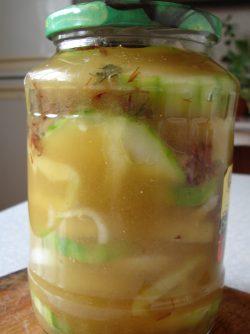 Маринованый кабачок: Очень интересный рецепт маринованных кабачков. Икру из кабачков умеют готовить все, да и кушать тоже,...